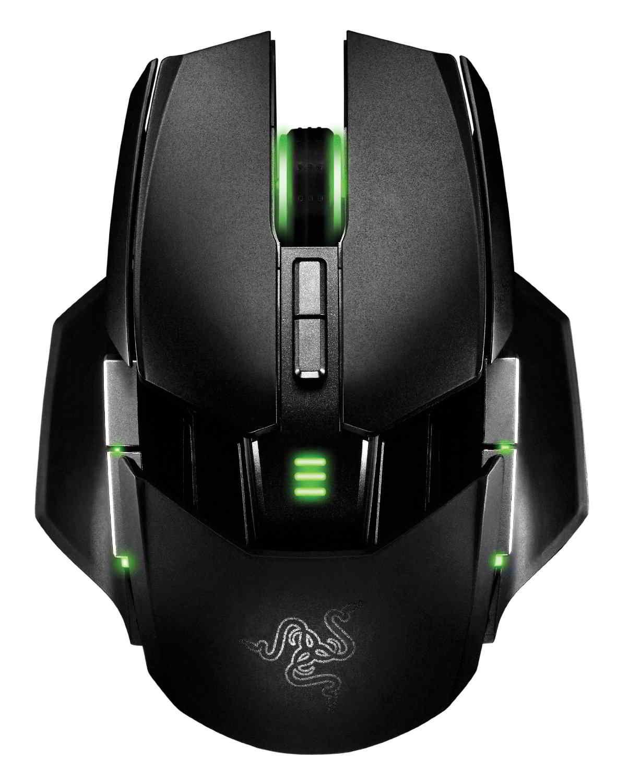 Razer Ouroboros è un mouse di fascia altissima che pesa solo 135 grammi, anche se è wireless.